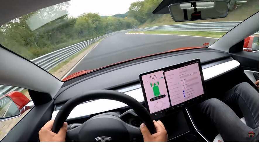 VIDÉO - Tour dynamique à bord de la Tesla Model 3 au Nürburgring