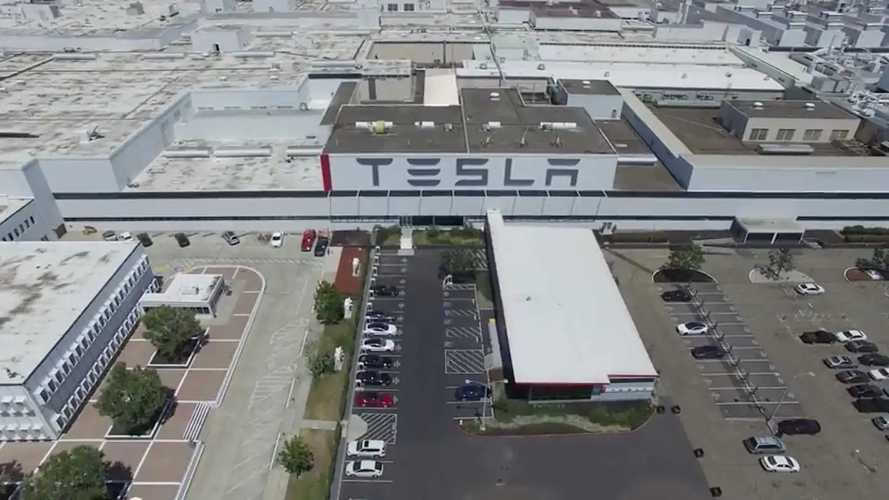 Tesla Motors Fremont Fabrikası - Havadan 4K