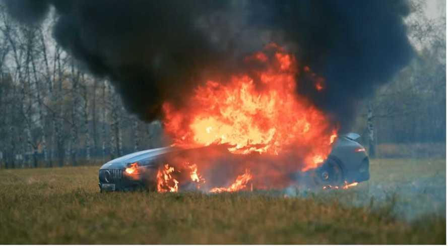 Vidéo - Mécontent, il brûle sa Mercedes-AMG GT 63 S Coupé 4 Portes