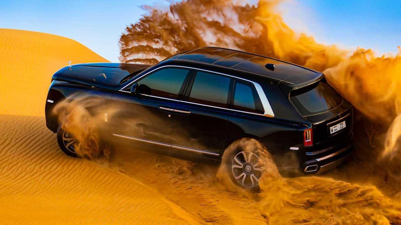Rolls-Royce Cullinan In Desert Sliding