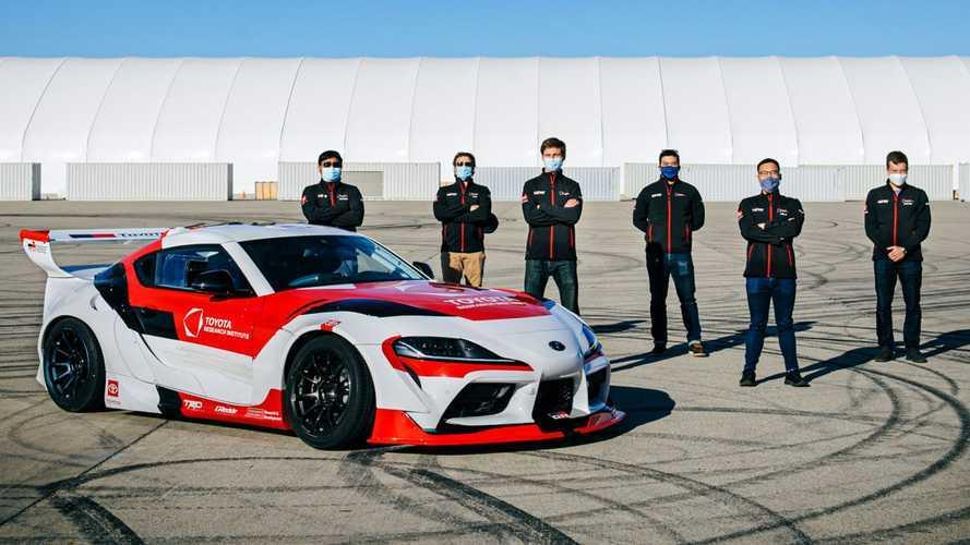 Lihat Toyota GR Supra Drifting Secara Otonom Atas Nama Riset