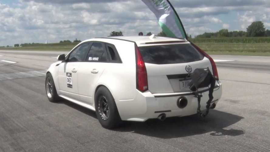 Посмотрите, как «сарай» Cadillac CTS-V пробивает рубеж в 320 км/ч