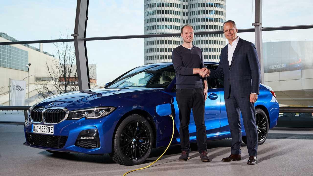 BMW Group's 500,000th electrified vehicle handover - BMW 330e. (12/2019)