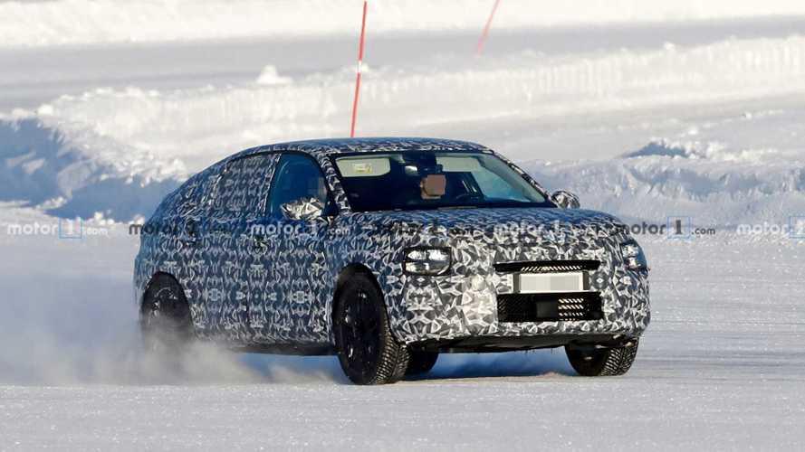 Yeni Citroën C4 farklı tasarımıyla testte