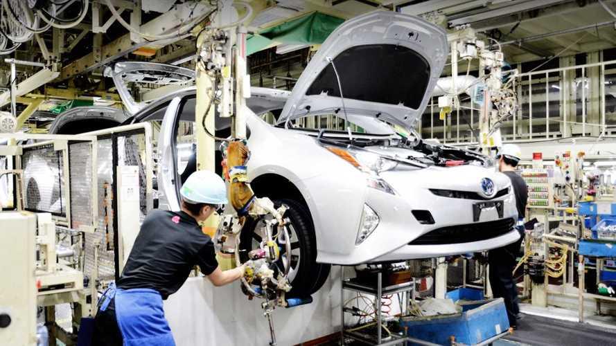 Megáll az élet: A Toyota több helyen is bezárja gyárait
