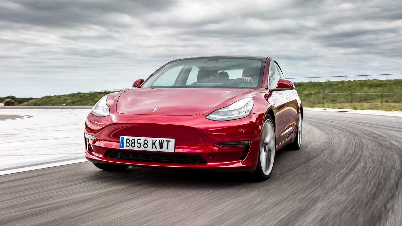Tesla Model 3 Performance LR AWD - 3,2 secondi