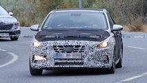 Hyundai i30 facelift spy photos