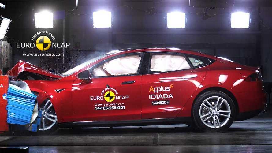 Porsche vs Tesla, la sfida è anche sulla sicurezza