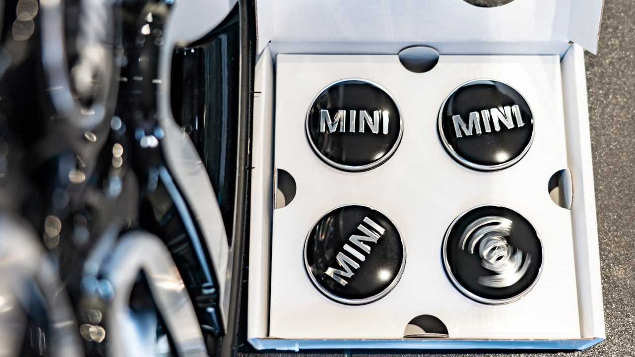 Mini Floating Wheel Hubcaps