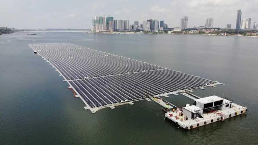 Ecco il maxi-fotovoltaico galleggiante di Singapore: 13.312 pannelli