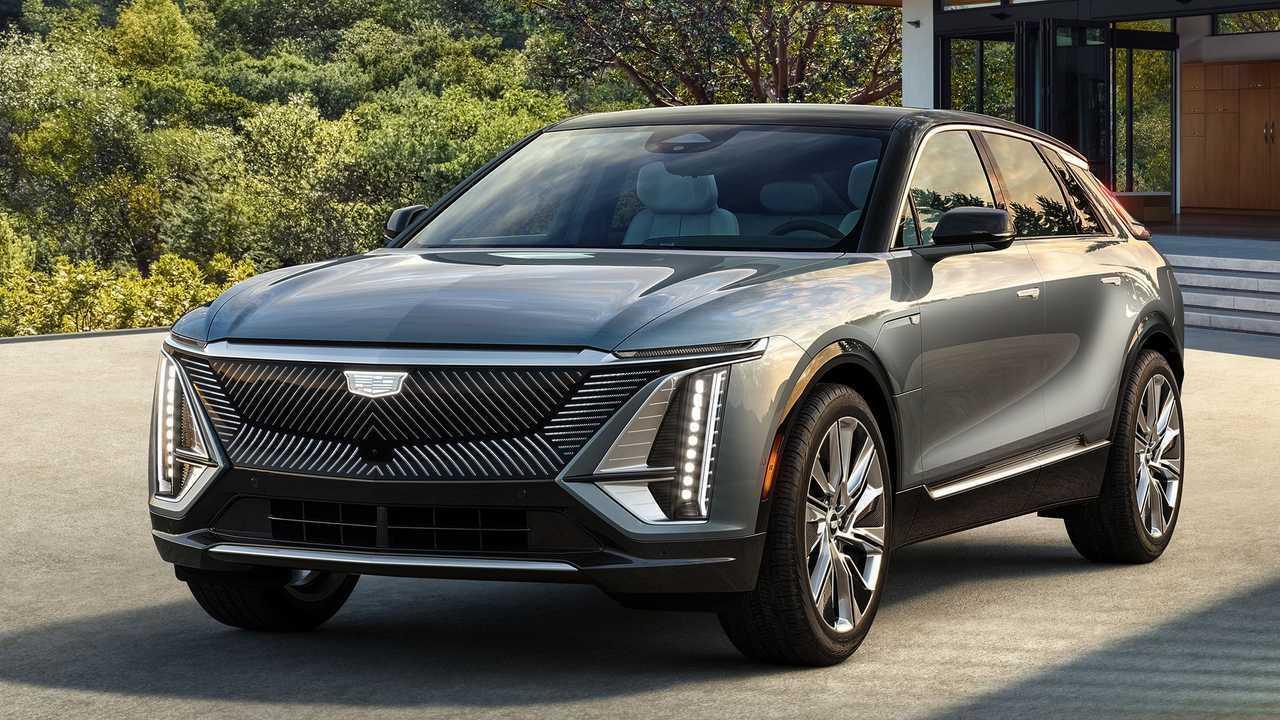2023-Cadillac-Lyriq-front-three-quarter-black-roof