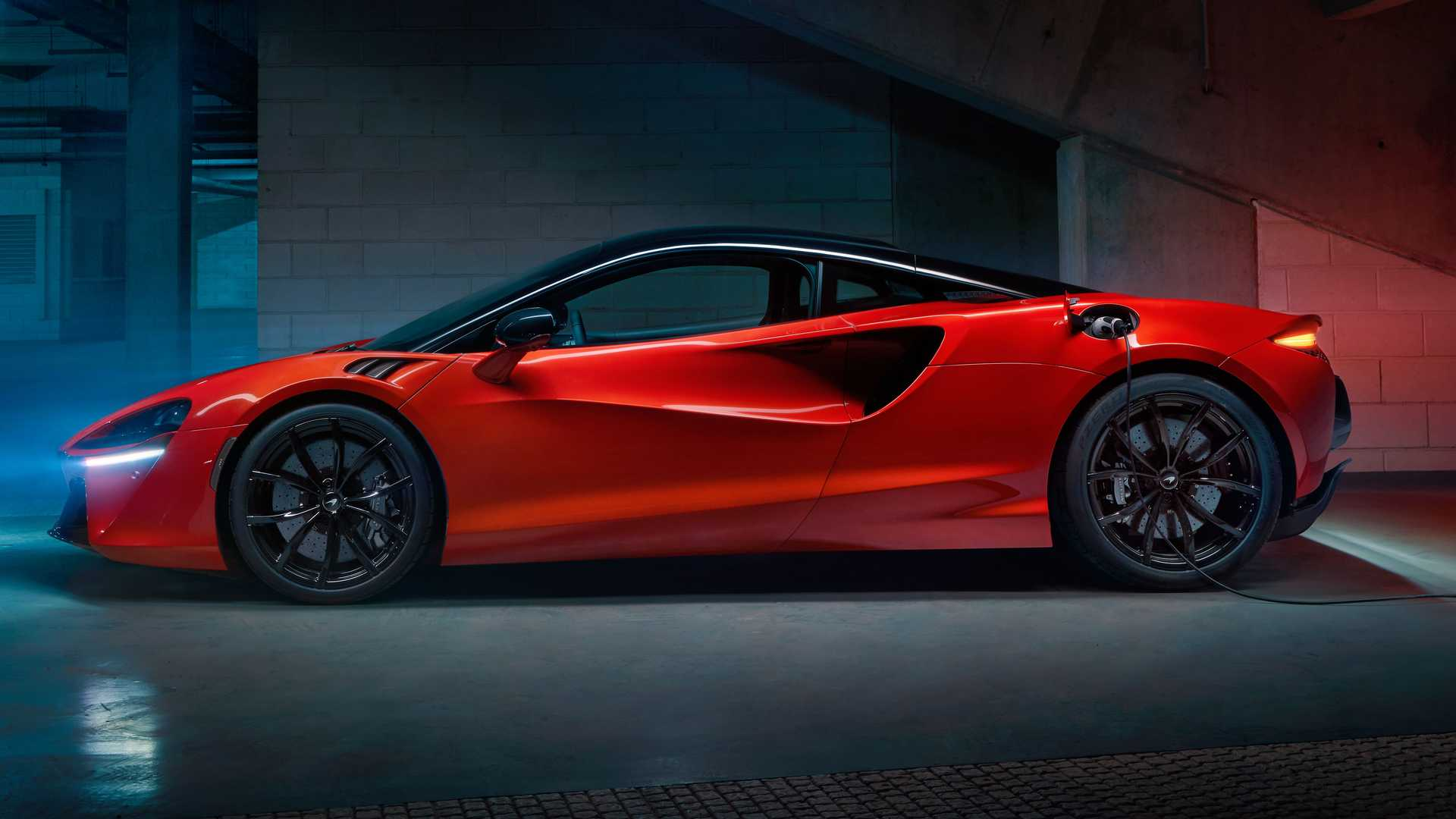 2022 McLaren Artura Side Inside