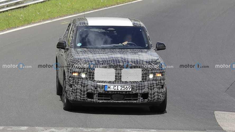 BMW X8 ibrida plug-in, le foto spia al Nurburgring