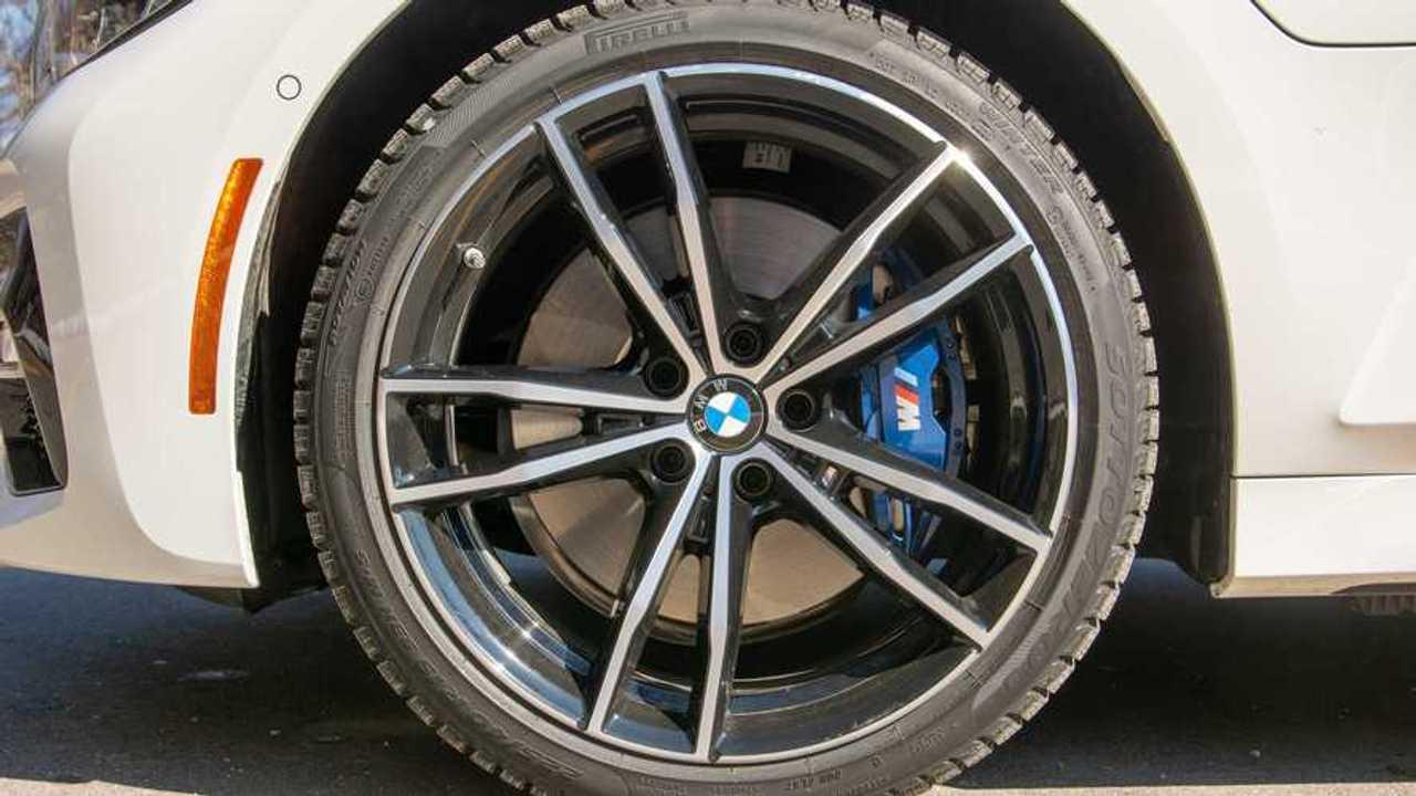 2021 BMW 330e wheel