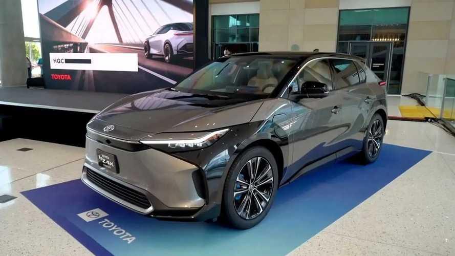 SUV elétrico da Toyota faz estreia nos EUA; veja fotos e vídeo