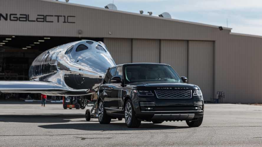 Le Land Rover accompagneranno i turisti nello spazio