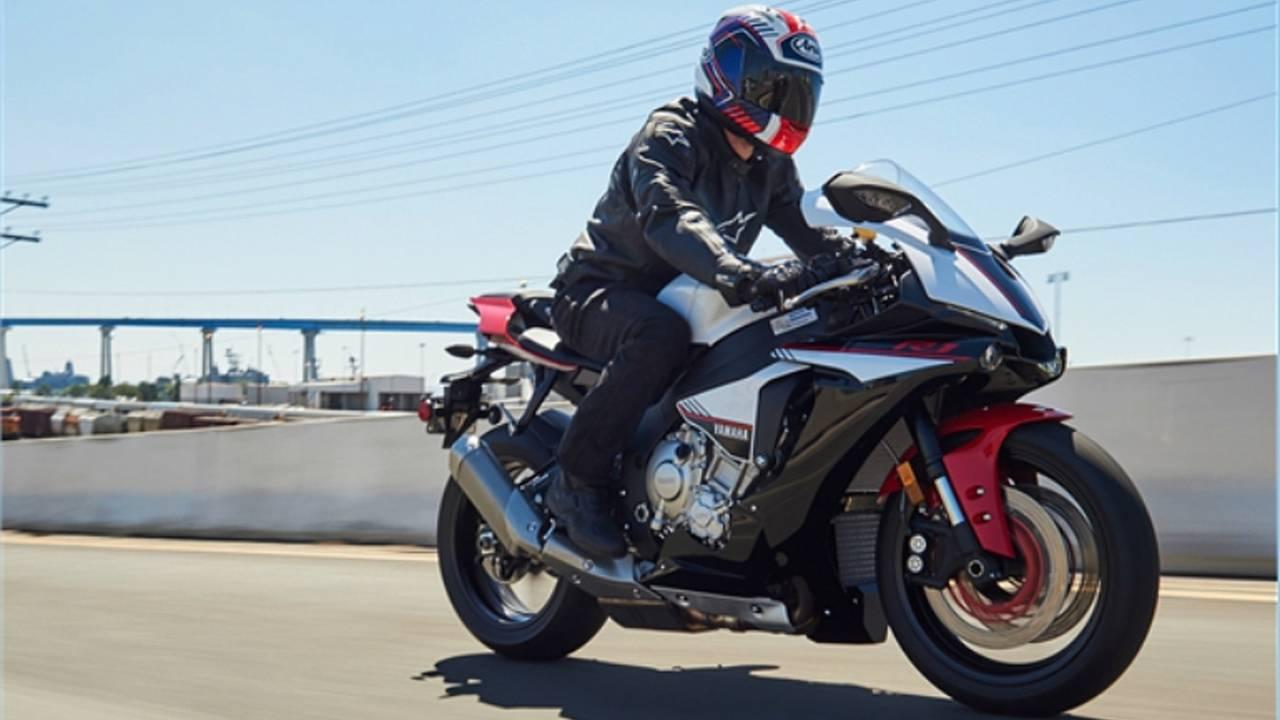 2016 Yamaha R1S Photo Gallery