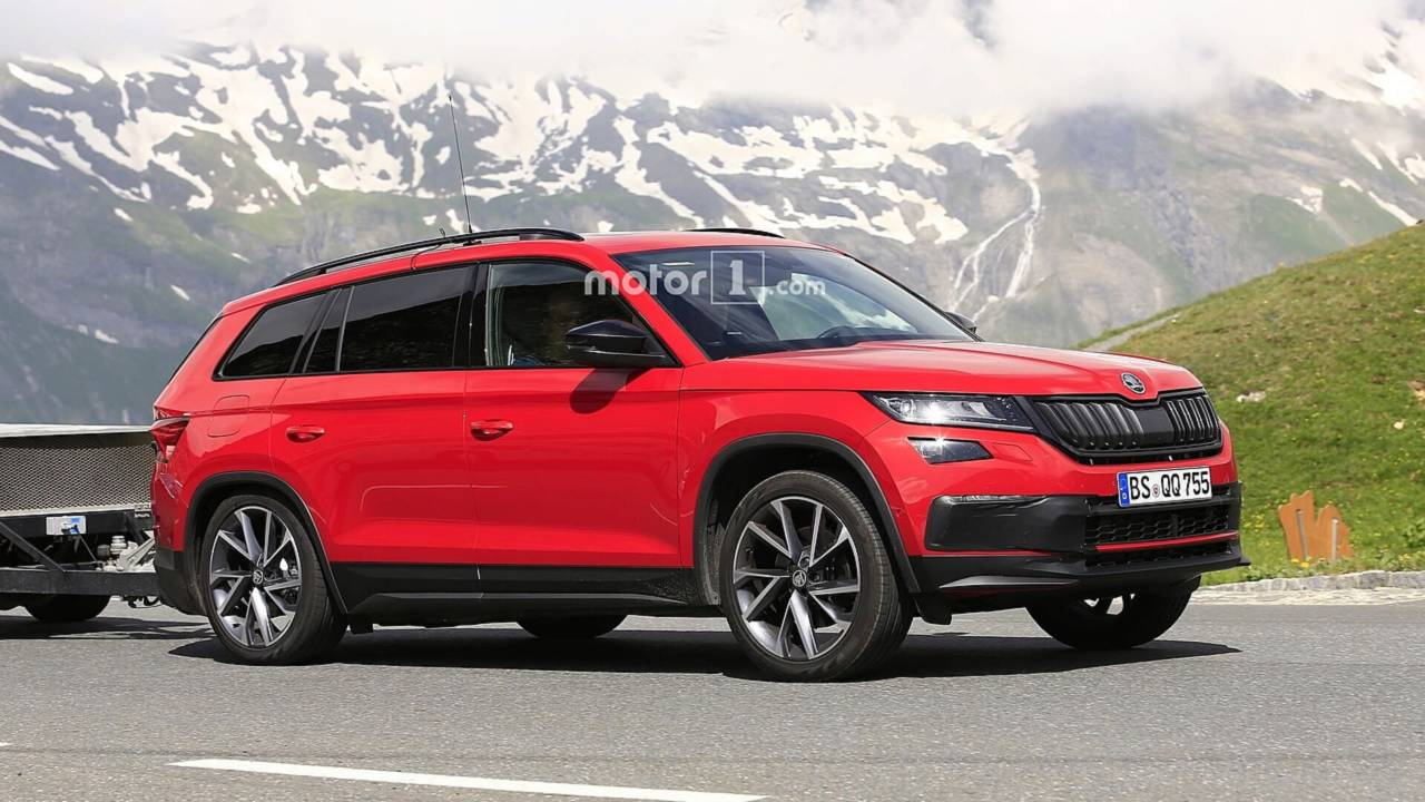 2019 skoda kodiaq rs spied for the first time teased yet. Black Bedroom Furniture Sets. Home Design Ideas