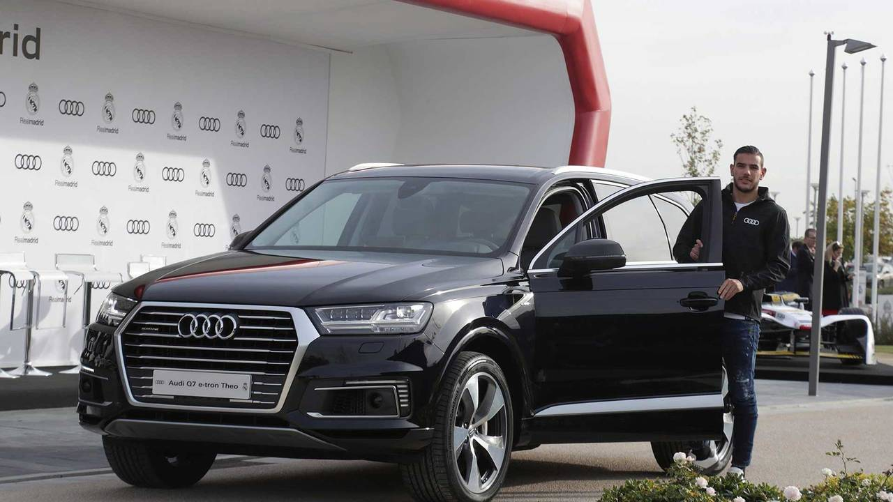 Theo Hernández (#15) - Audi Q7 e-tron quattro