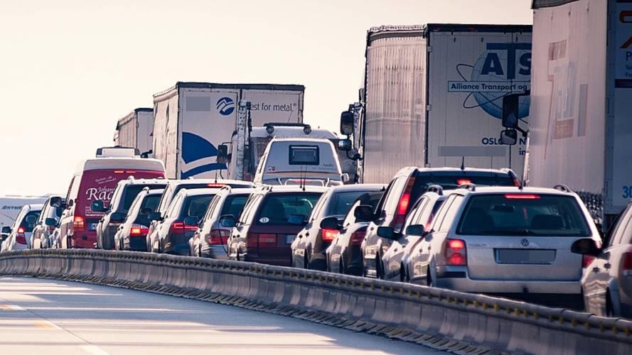 AAA, sürüş asistanlarının güven vermediğine inanıyor