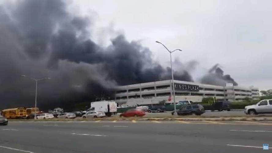 Пожар на парковке Нью-Йорка уничтожил 137 автомобилей