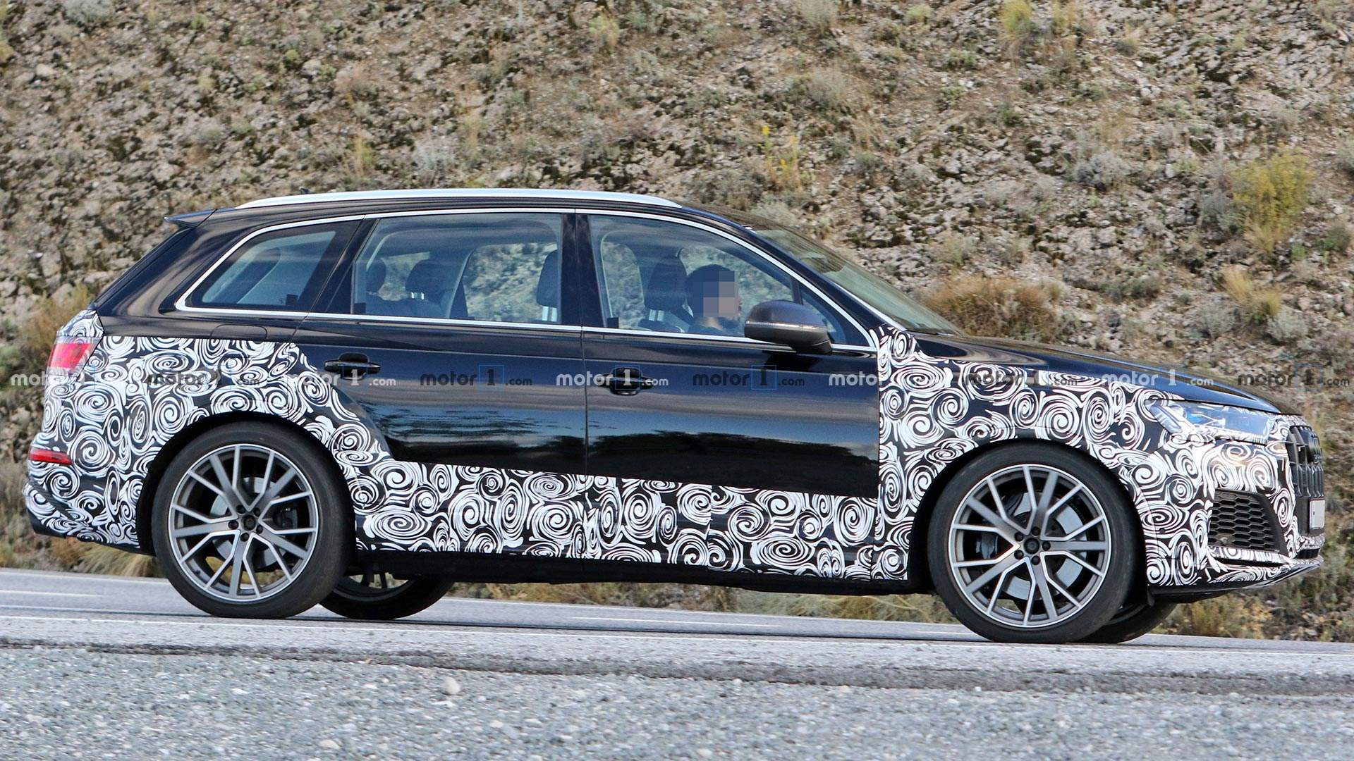 2020 - [Audi] Q7 restylé  Audi-sq7-refresh-spy-shots