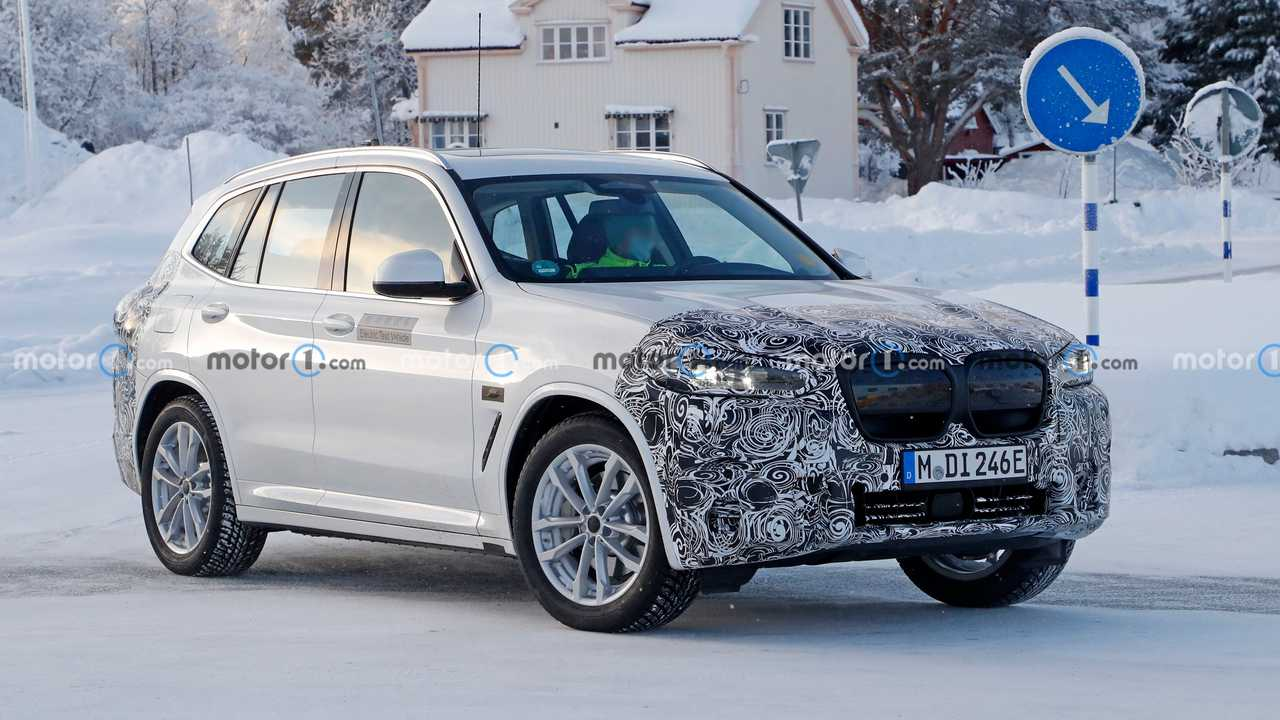 BMW iX3 facelift spy photo