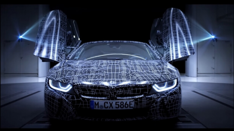BMW i8 Roadster, eccola in video