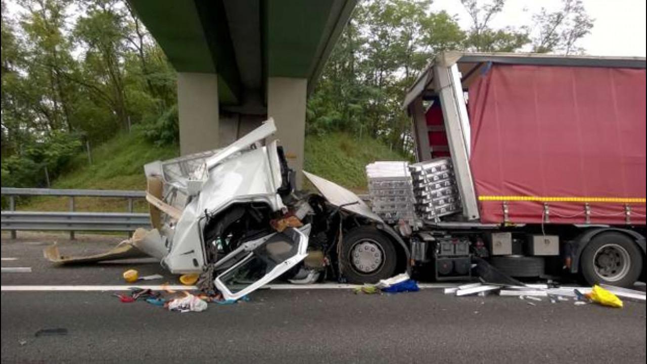 [Copertina] - Allarme incidenti Tir in autostrada, le soluzioni Unrae
