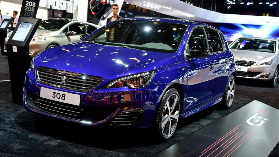 2015 Peugeot 308 GT classes up Paris