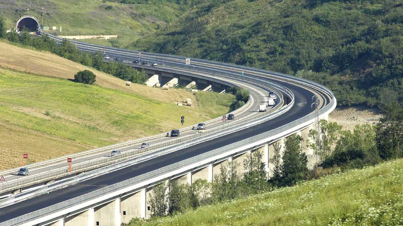 Copertina Autostrade A24 e A25 lettera sindaci