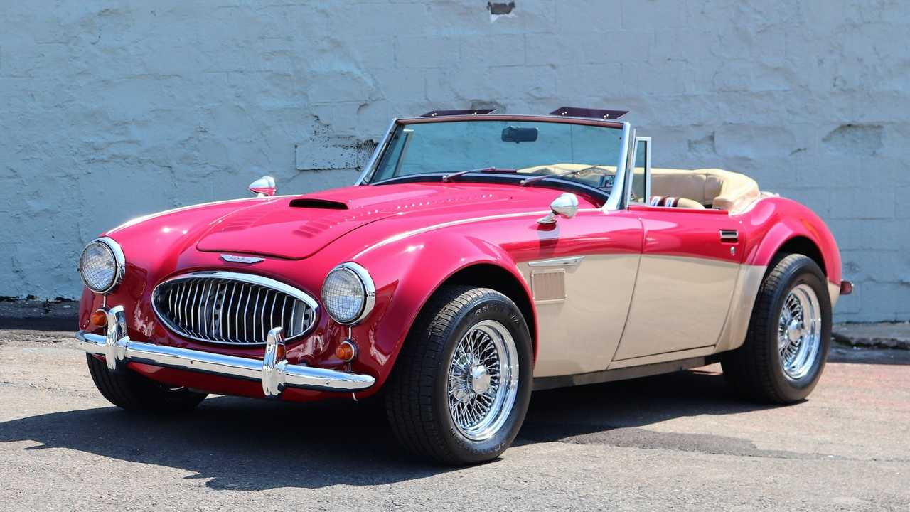 Austin-Healey 3000 Replica Is Rocking British Style With American Muscle