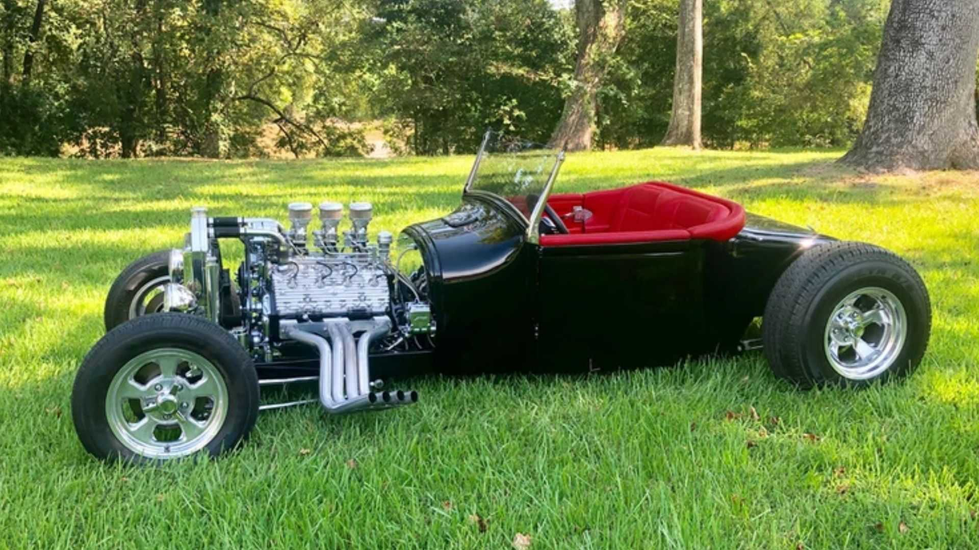 "[""Tear Up The Strip With This 1926 Ford Roadster""]"