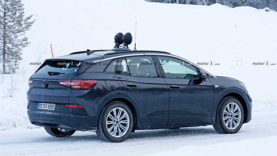 Opelnek öltöztetve tesztelik a Volkswagen elektromos crossoverét