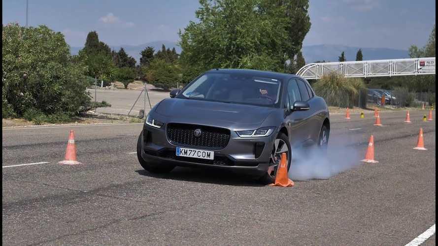 Videó: Csúnyán leblokkolt a Jaguar I-Pace a jávorszarvas-teszten