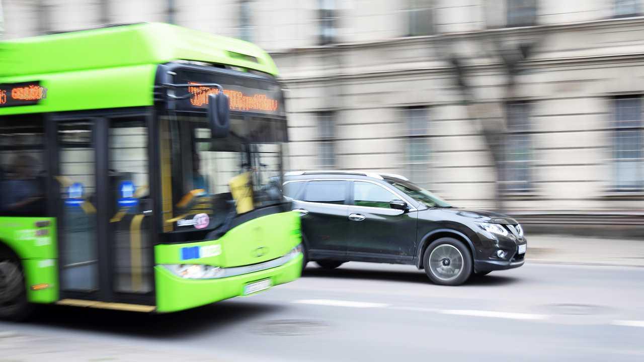 Autobus e auto