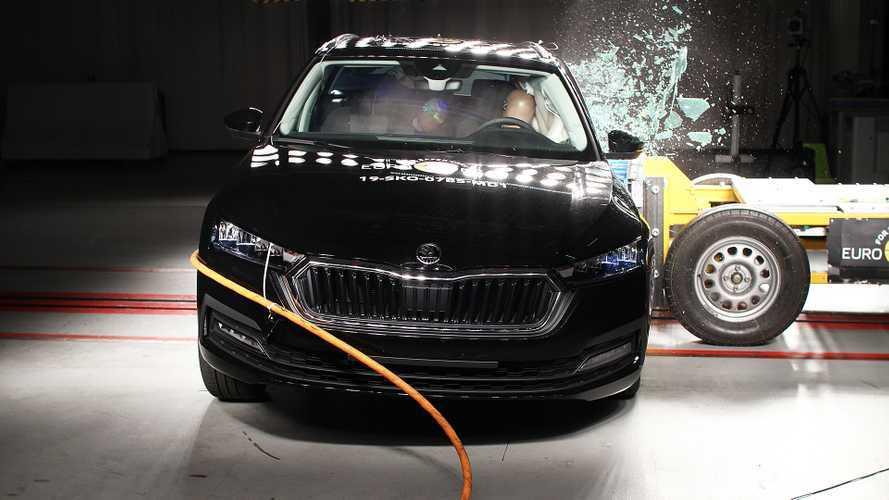 Videó: A Skoda Octavia is sikerrel vette az Euro NCAP töréstesztjét