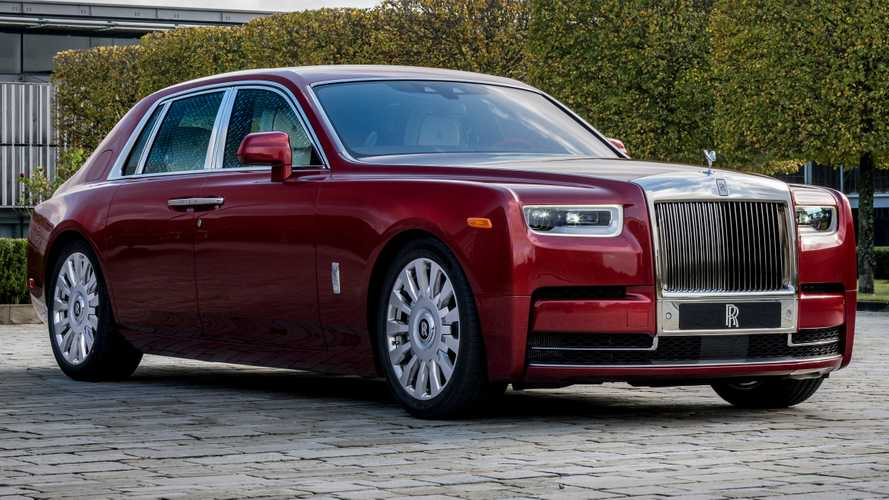 Rolls-Royce Red Phantom Has Tiny Crystal Particles In Its Paint