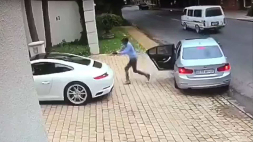 Silahlı adam Porsche 911'i çalmaya çalıştı
