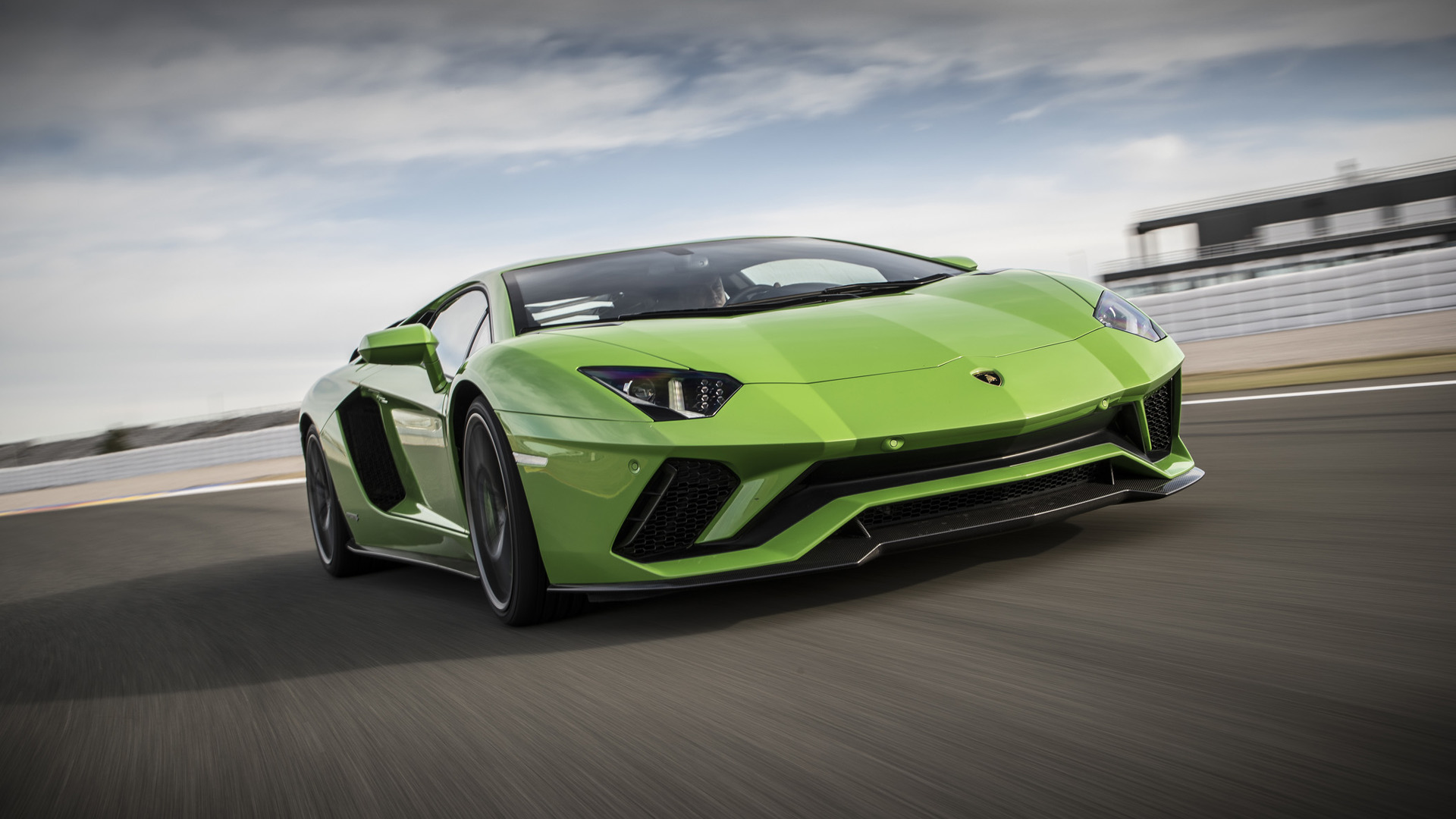 Lamborghini Aventador S Coupe News And Reviews Motor1 Com