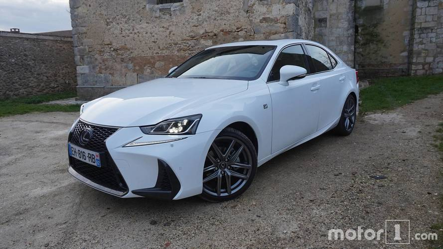 Essai Lexus IS 300h - Belle mais pas rebelle