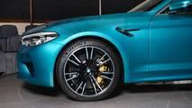 Açık Mavi Renkli BMW M5