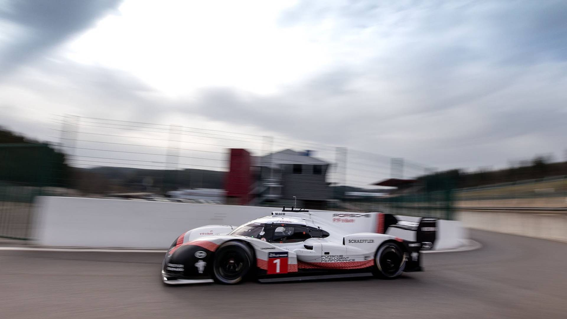 see the porsche 919 hybrid stroll along the streets of nyc
