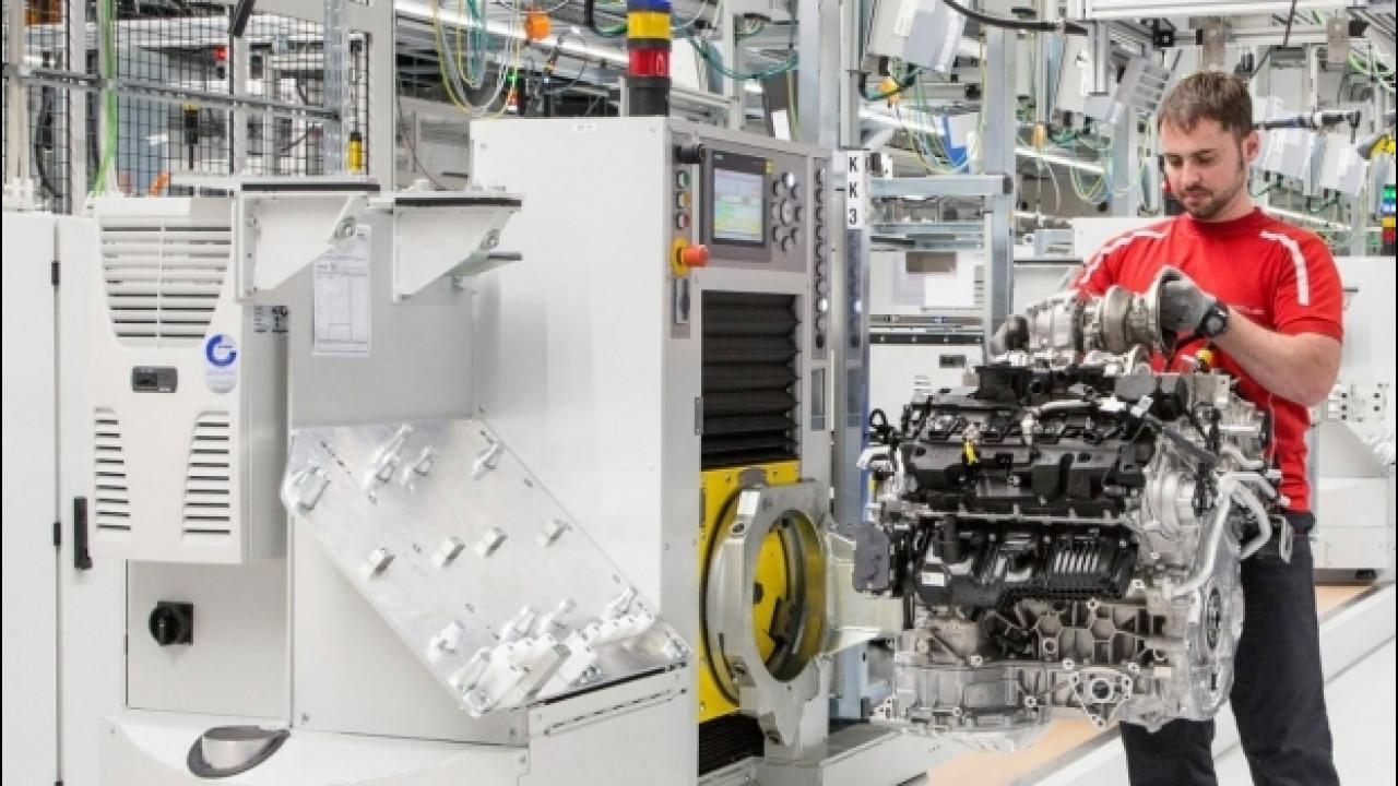 """[Copertina] - Porsche, l'8 cilindri della Panamera è solo """"l'inizio"""""""