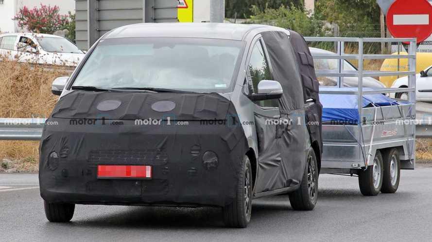Hyundai Starex People Hauler Spied Testing, Revealing Slight Details