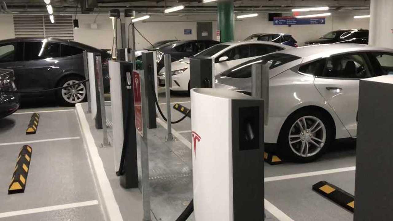 Tesla Supercharger istasyonu