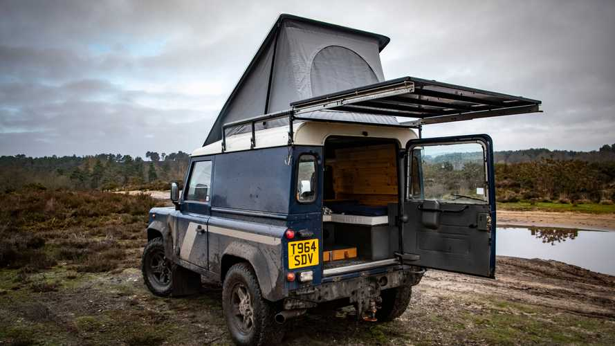 Land Rover Defender by Felix Collier