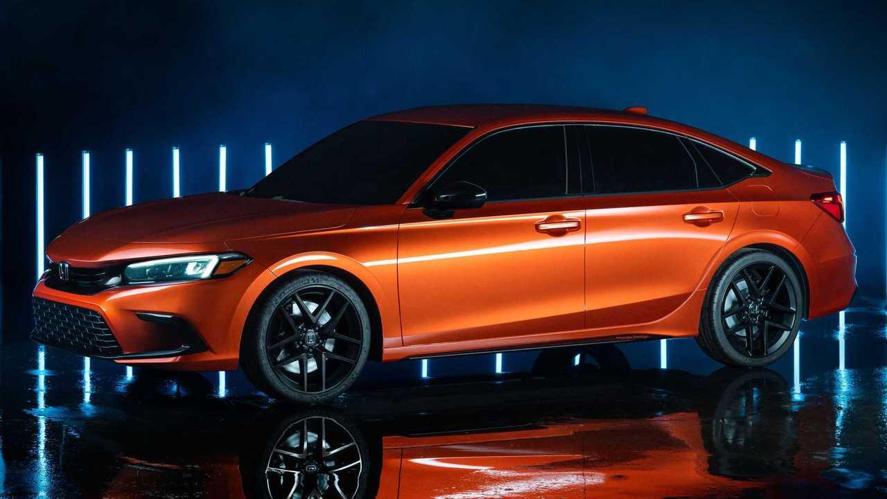 Honda Civic Si 2022 dengan pilihan warna blazing orange pearl.