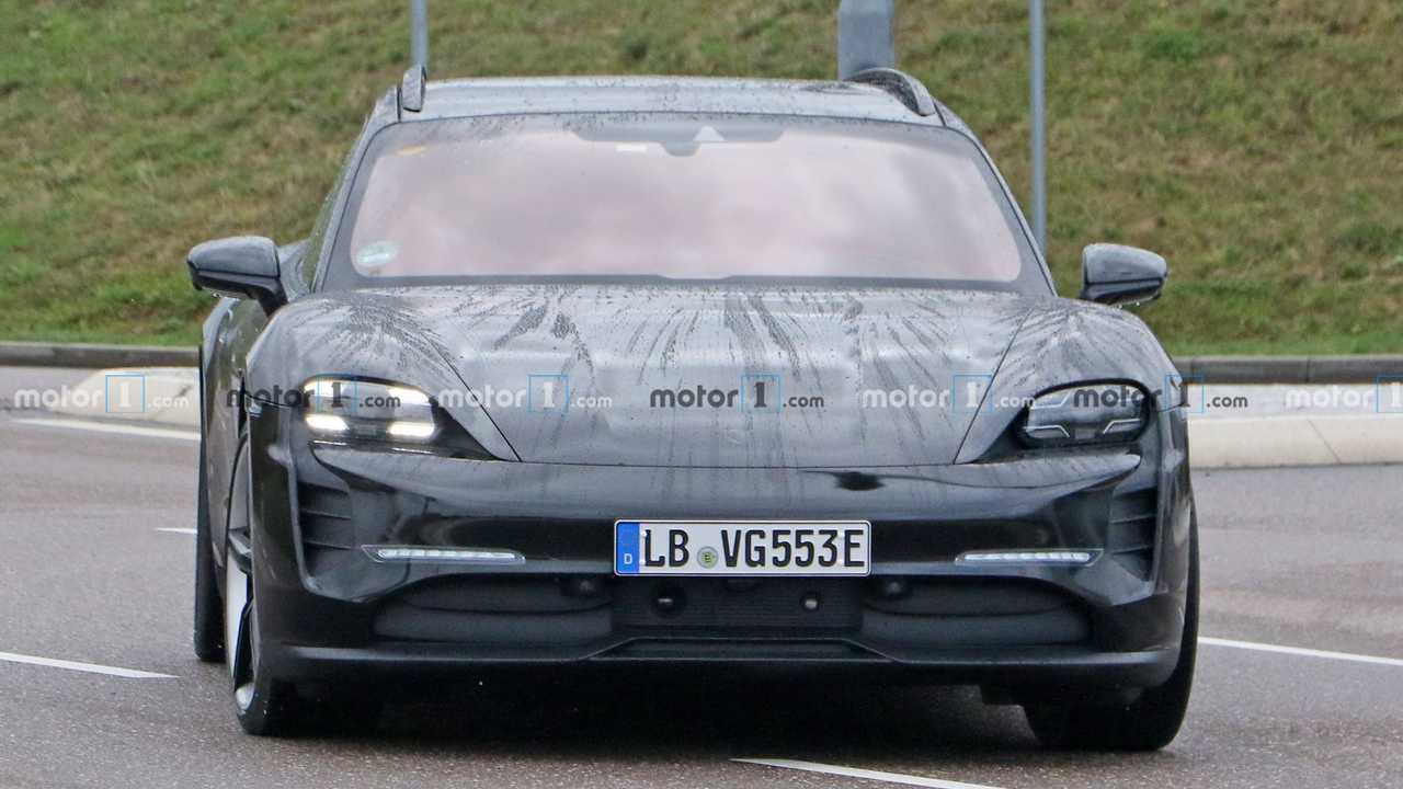 Porsche Taycan Cross Turismo new spy photo (front)