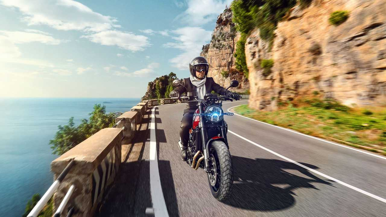 2021 Benelli Leoncino 500 On Road